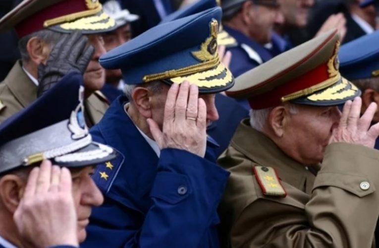 """Generalul SIE Silviu Predoiu: """"Gradele se câștigă cu muncă, cu sudoare, cu 14 ore pe zi la locul de muncă, cu riscuri, cu tensiune…"""""""
