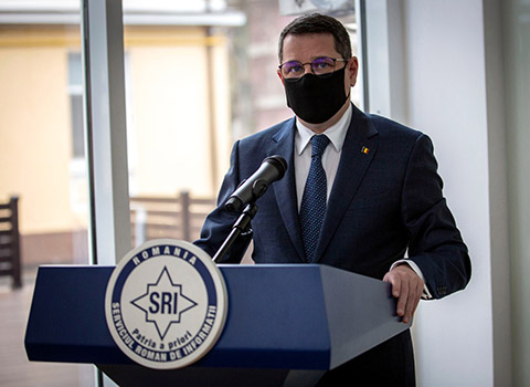 """Directorul SRI, Eduard Hellvig, a lansat cursul """"Democrație și totalitarism"""""""