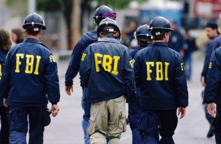 Doi soți, arestați pentru că au vândut secrete despre submarine nucleare unui agent FBI. Carduri de memorie ascunse în sandvișuri